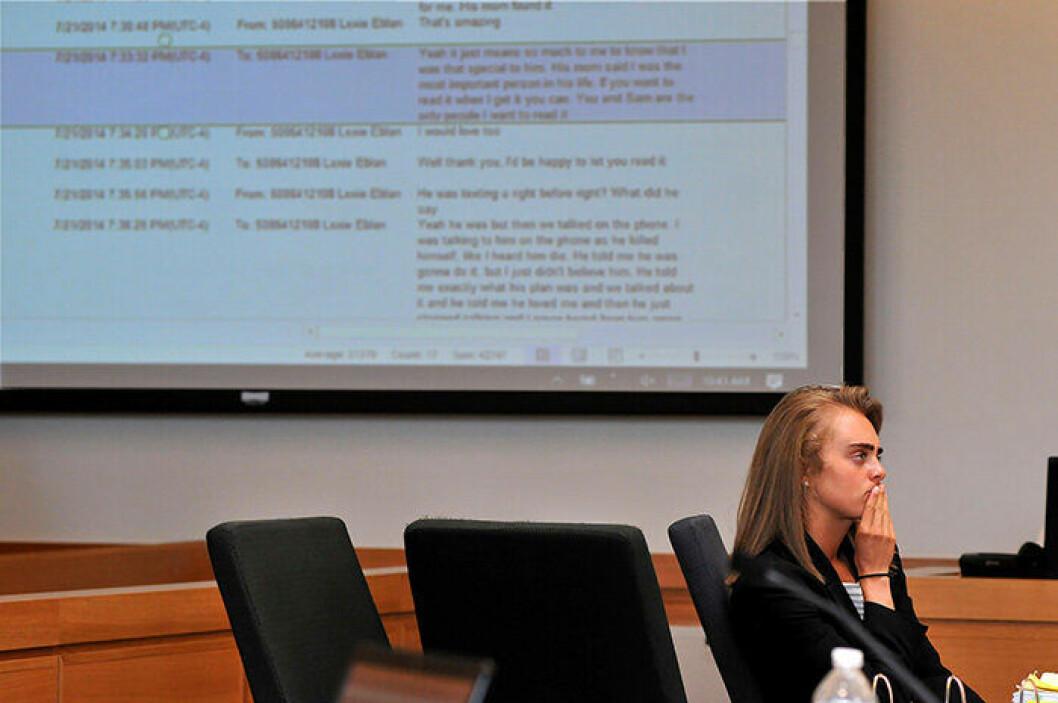 En bild på Michelle Carter under sin rättegång.