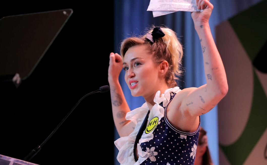 Miley höll ett tal om att du inte är ensam om känslan att inte passa in.