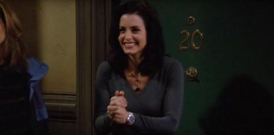 Monica framför dörren