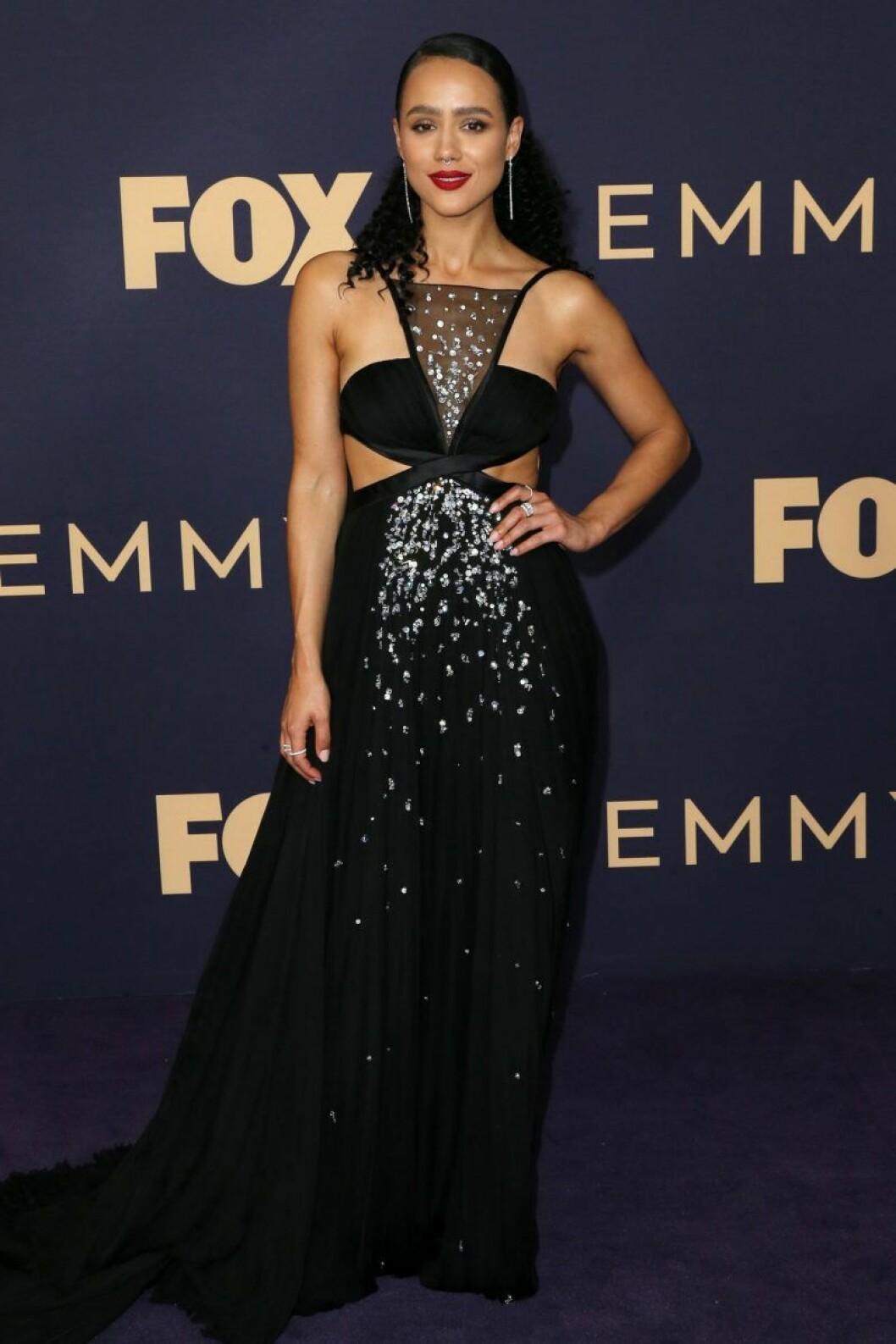 Nathalie Emmanuel på röda mattan på Emmy Awards 2019