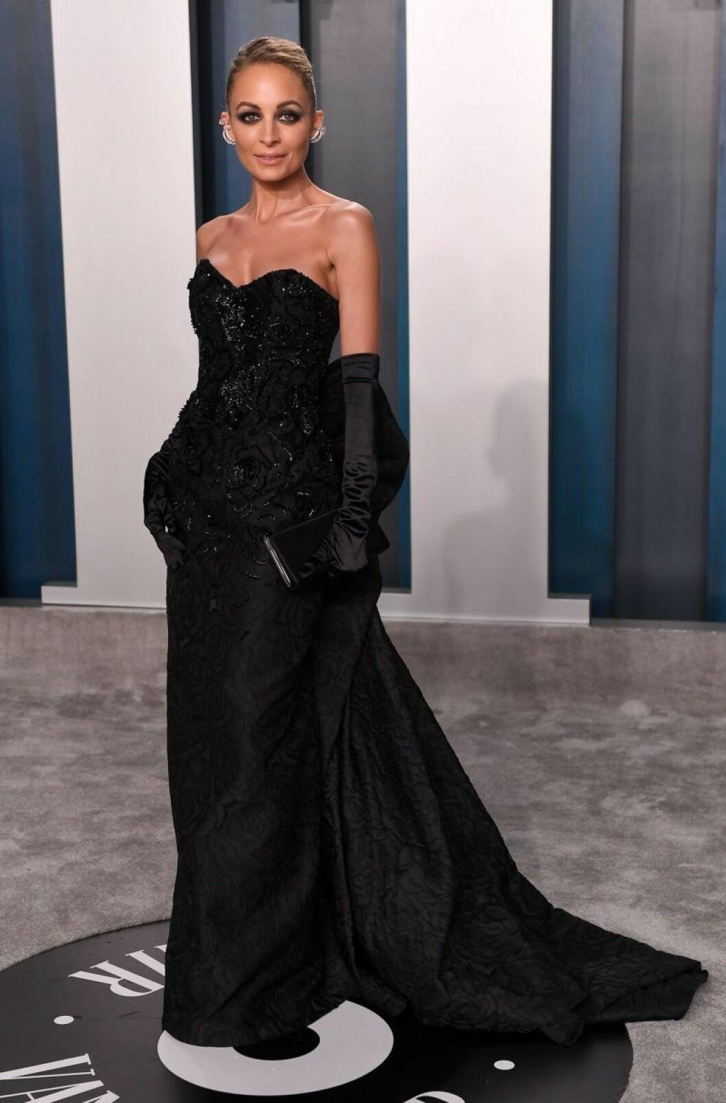 Nicole Richie i svart klänning