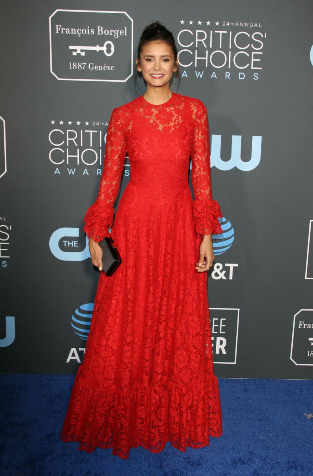 Nina Dobrev på röda mattan på Critics Choice Awards 2019