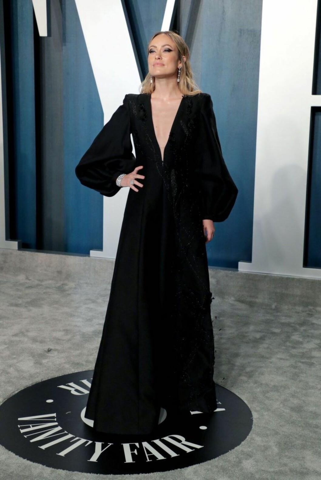 Olivia Wilde i svart klänning