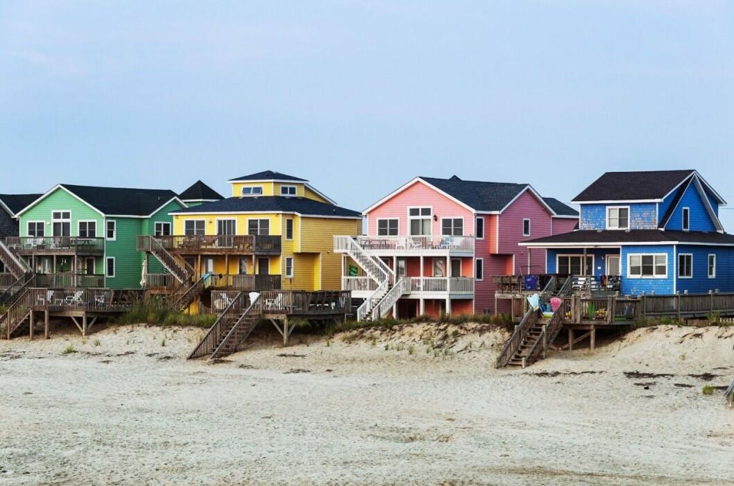 Strandhus bredvid varandra