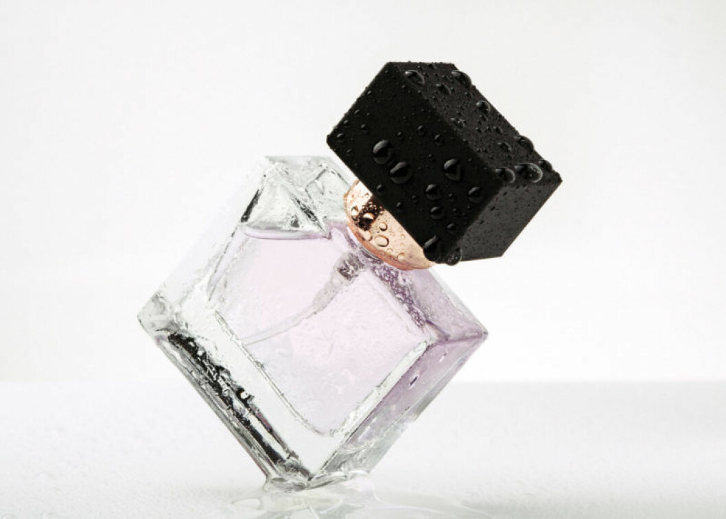 Livsstil, dna och hormoner spelar roll för hur parfymen doftar