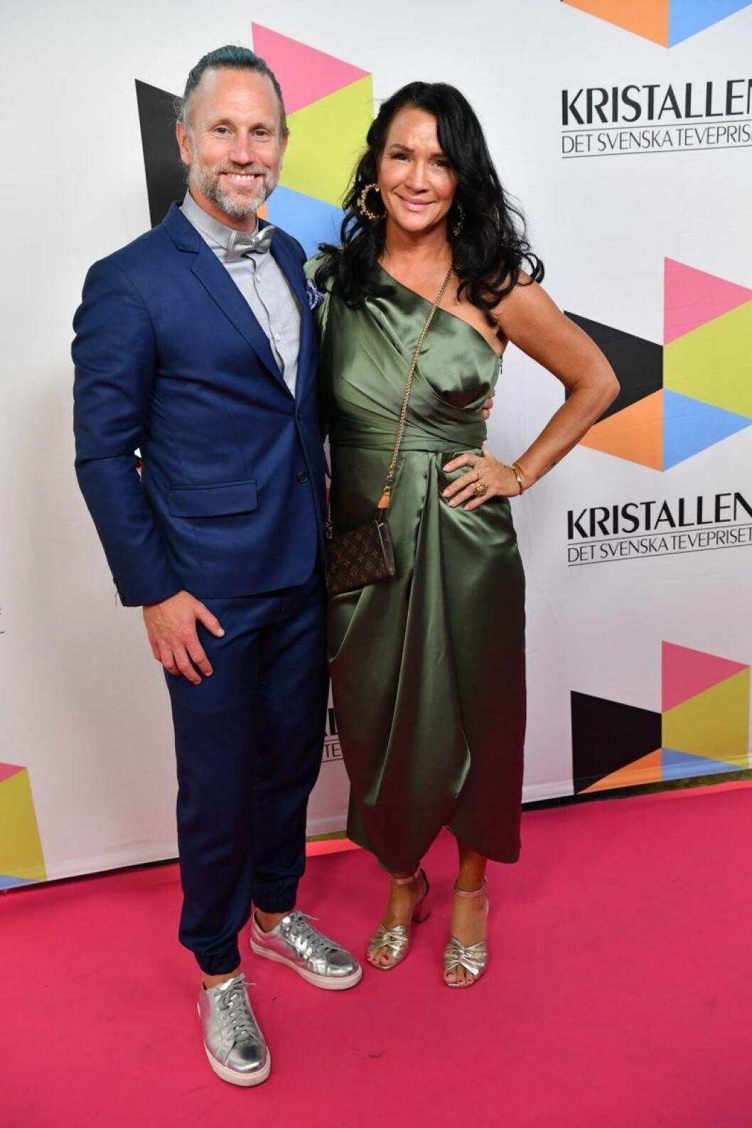 Peter Jihde och Sofia Wistam på röda mattan på Kristallen 2019