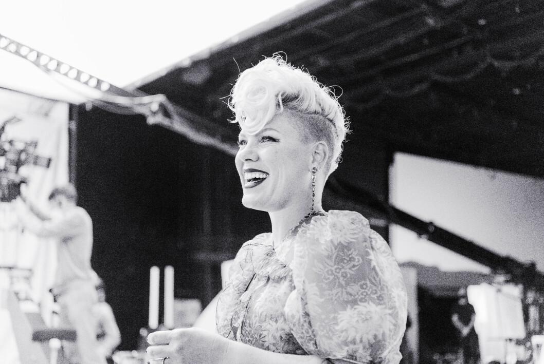 svartvit bild på Alecia Moore