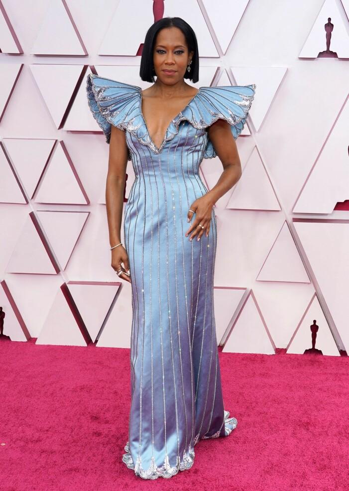 Regina King på röda mattan på Oscarsgalan 2021