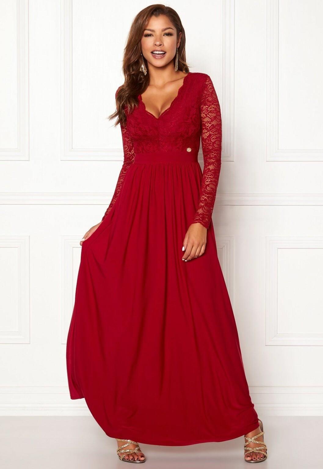 Röd balklänning med spets till 2019