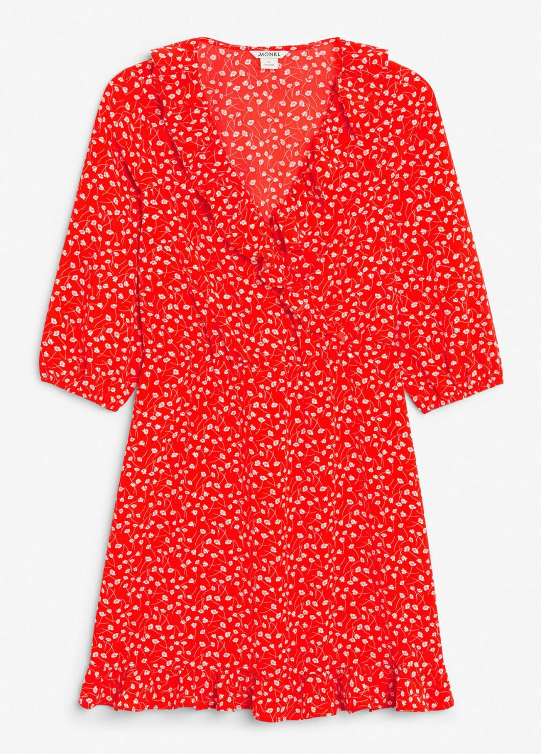 Röd småblommig klänning till skolavslutningen 2019