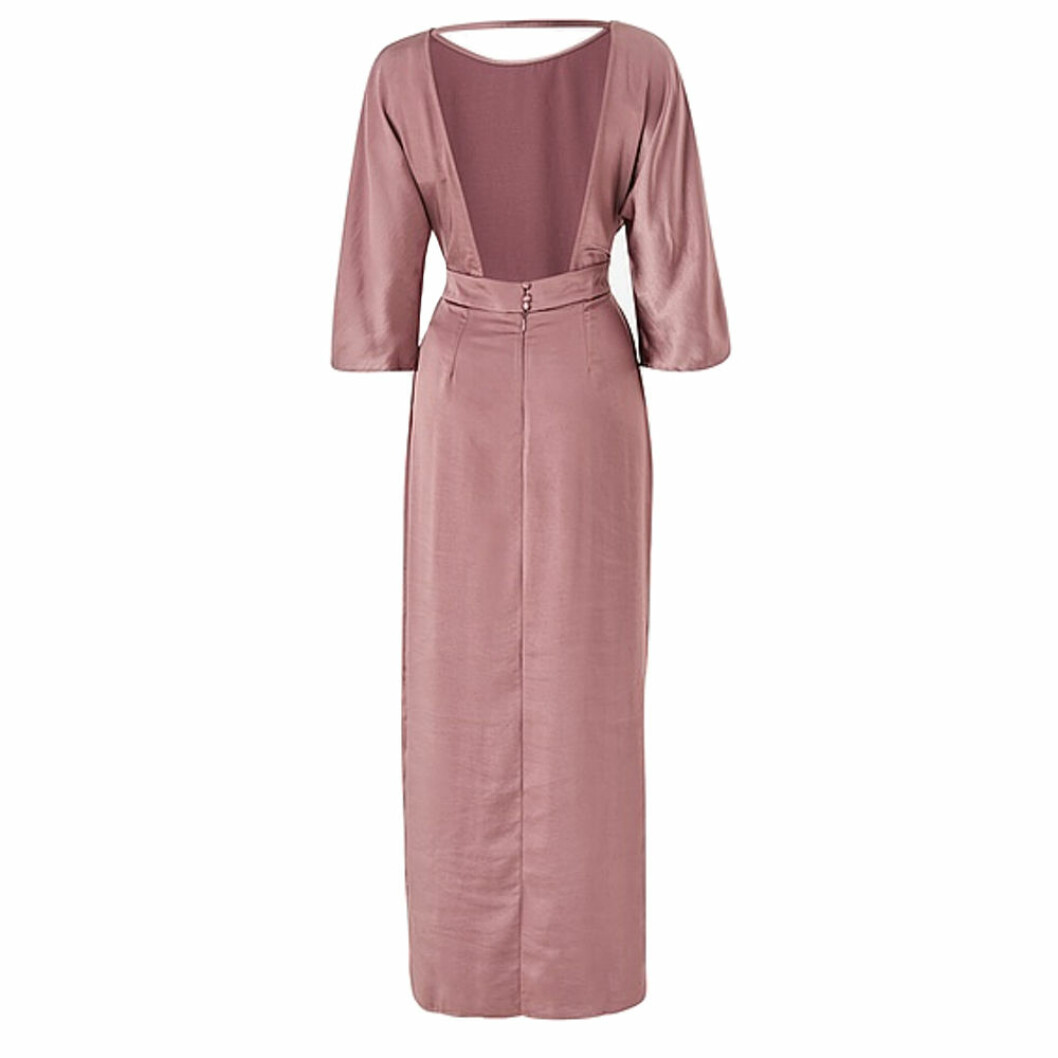 Rosa balklänning i satin med öppen rygg