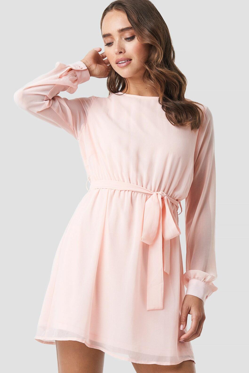 Rosa klänning till skolavslutning 2019