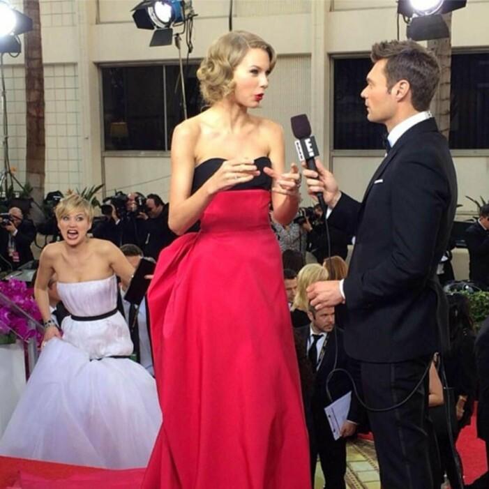 Jennifer Lawrence photobombar Taylor Swift
