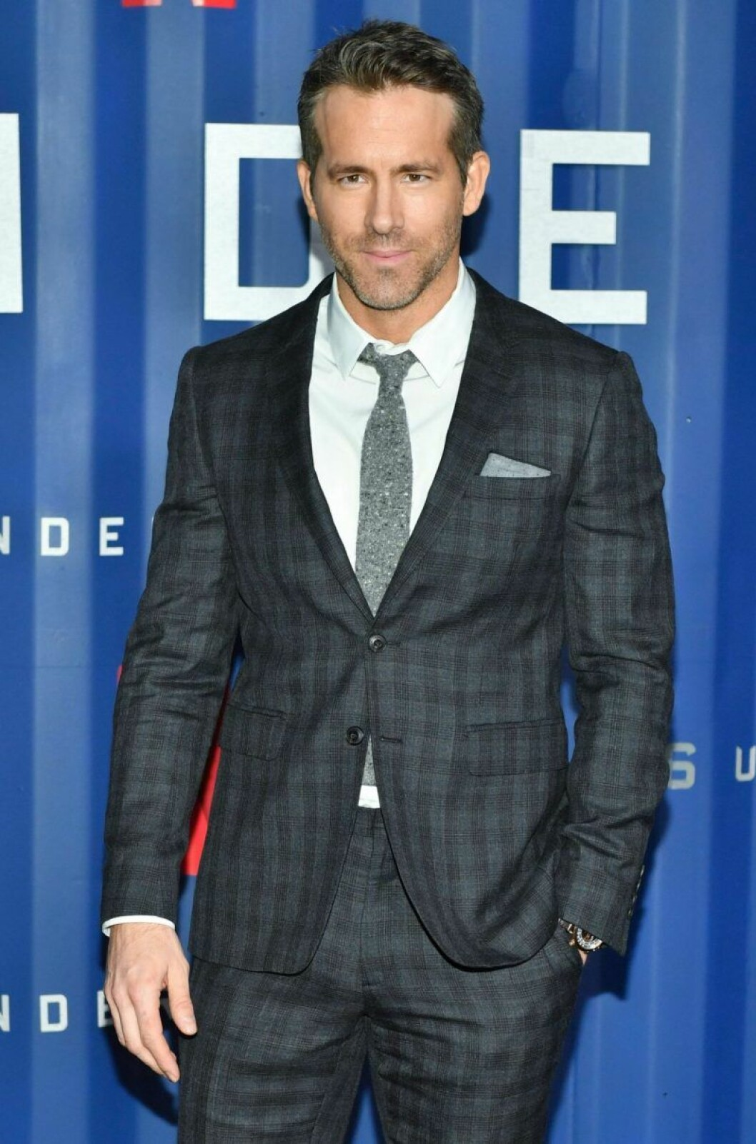Ryan Reynolds i kostym