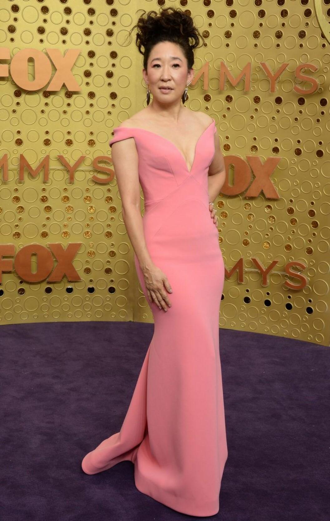 Sandra Oh på röda mattan på Emmy Awards 2019