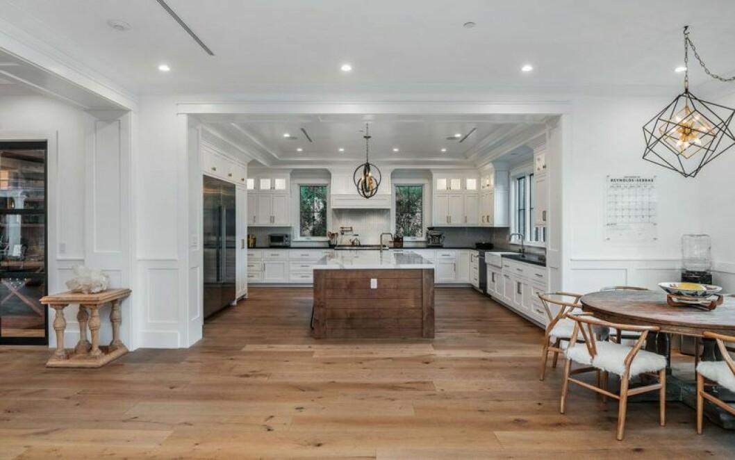 Inifrån köket i Sarah Hylands hus