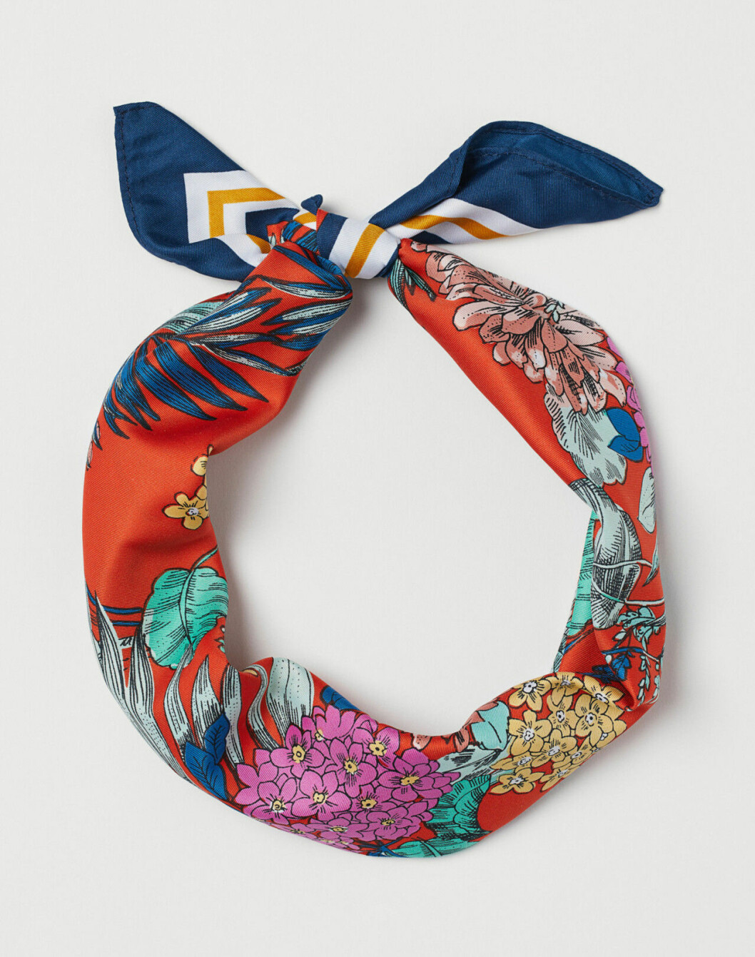 Trendig scarf till våren 2019
