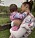 gigi hadid och dottern khai ute i naturen - båda matchar sina outfits