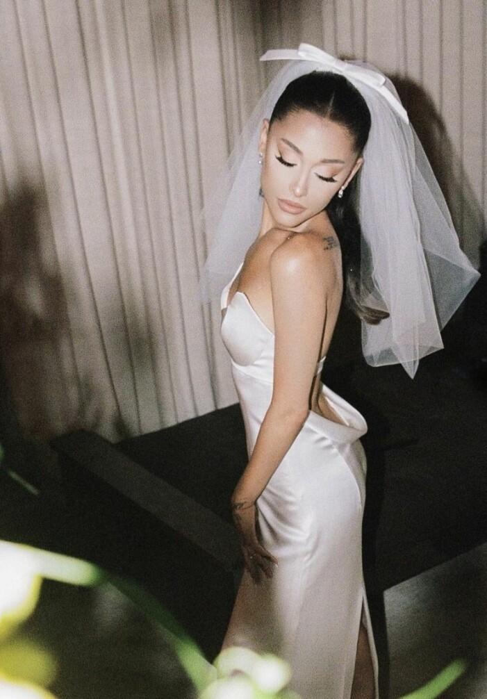 ariana grandes bröllopsklänning från vera wang
