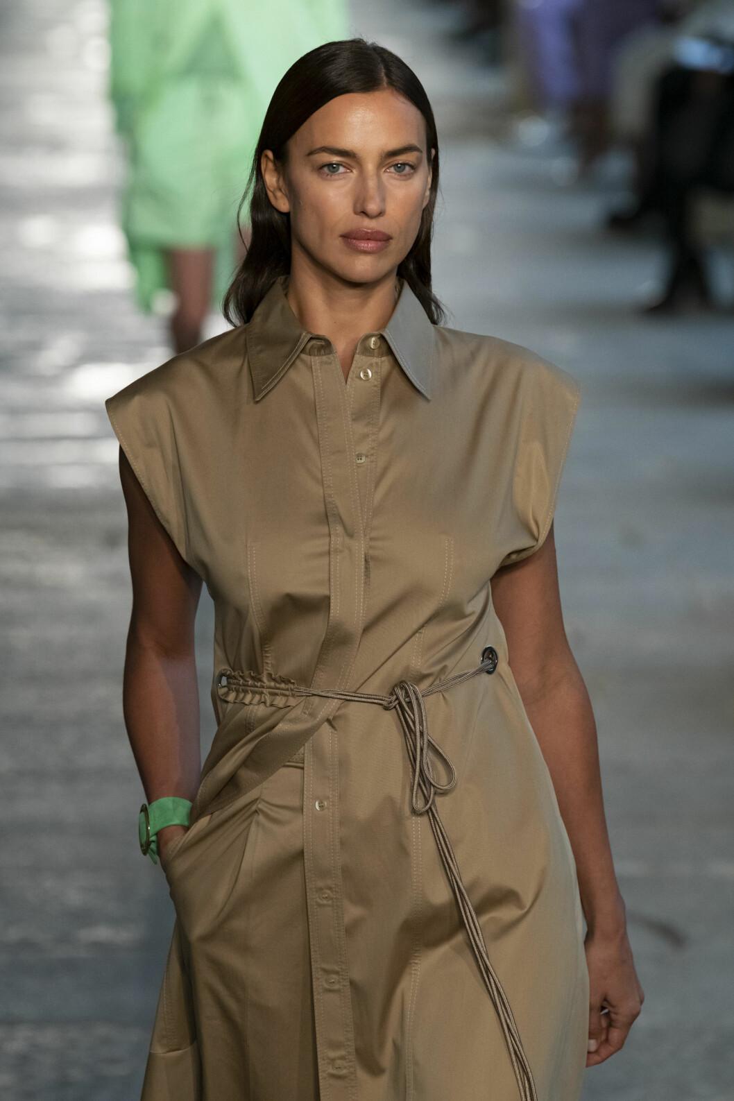 Supermodellen och skådespelaren Irina Shayk pekas ut som Kanye Wests nya flört.