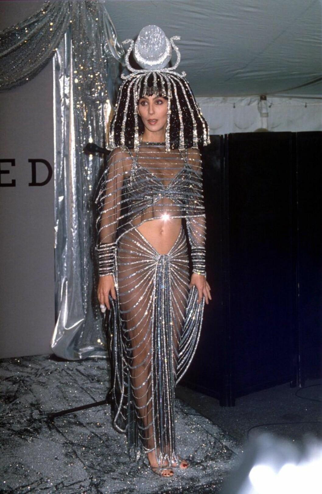 Cher som Cleopatra.