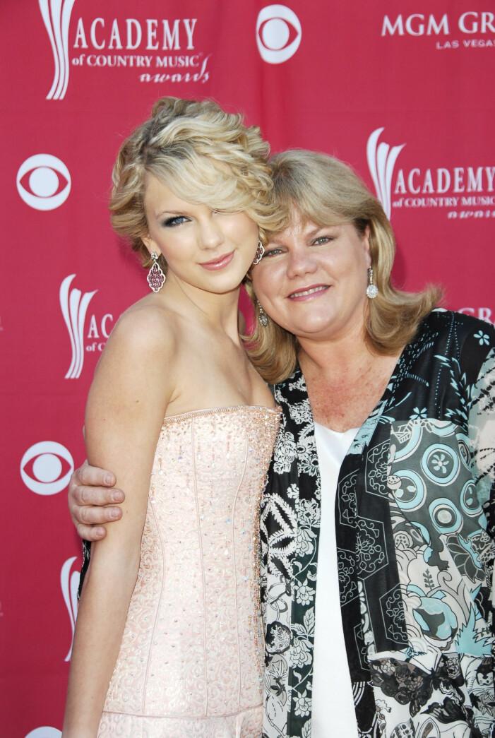 Taylor Swift mamma Andrea