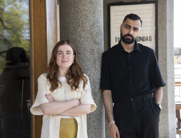 """STOCKHOLM i maj 2021 Alexander Abdallah och Amy Deasismont aktuella med tv-serien """"Thunder in my heart"""". Utanför biograf på Söder i huvudstaden."""