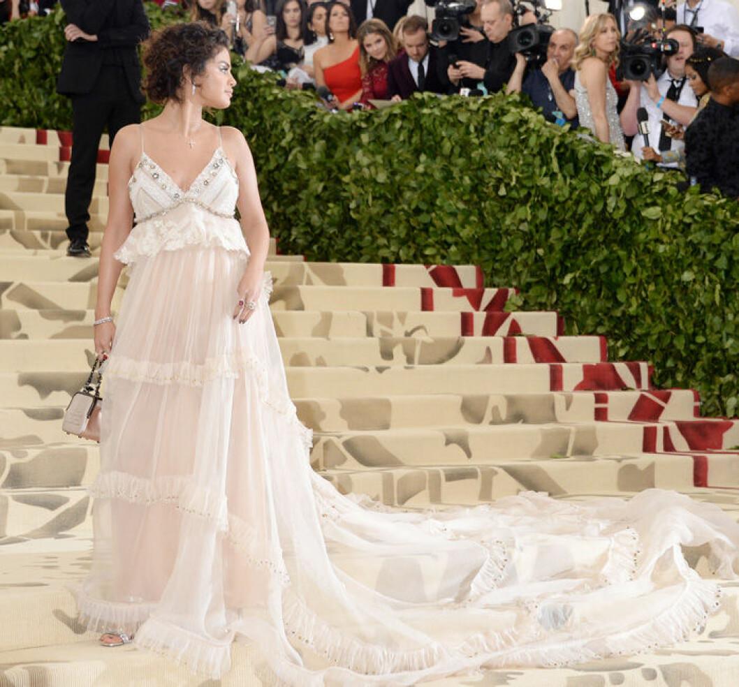 En bild på sångerskan Selena Gomez på Met-galan 2018.