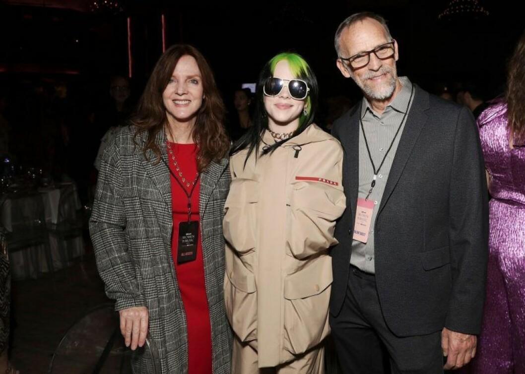Billie Eilish med mamma Maggie Baird och pappa Patrick O'Connell