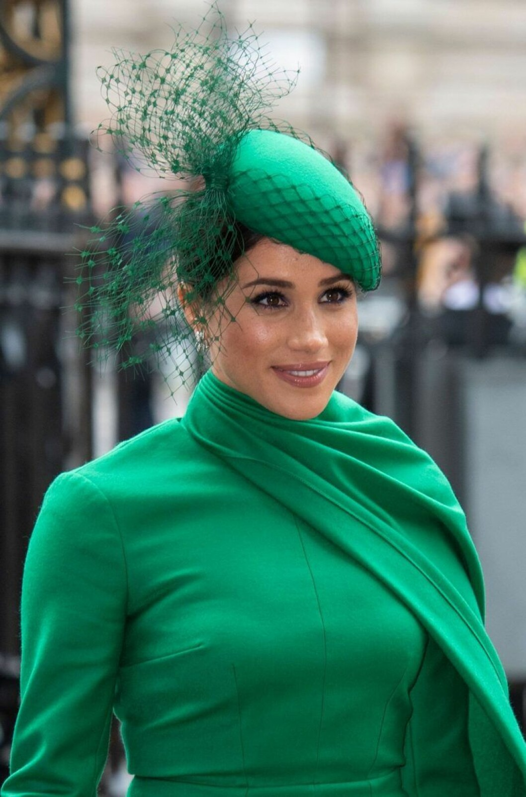 Meghan Markle i grön kappa och grön hatt