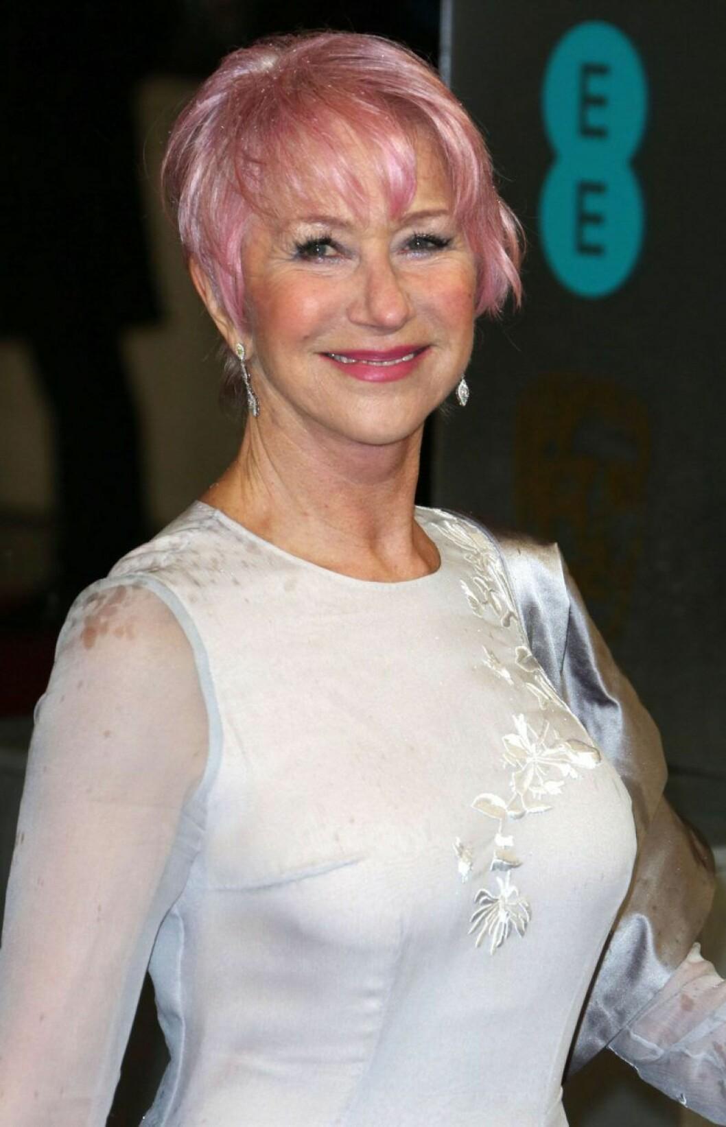 Helen Mirren i rosa hår