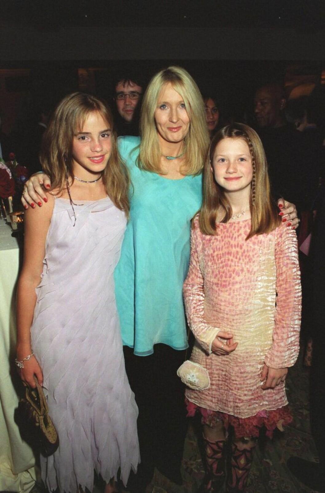 J K ROWLING, EMMA WATSON och BONNIE WRIGHT på röda mattan i London 2002