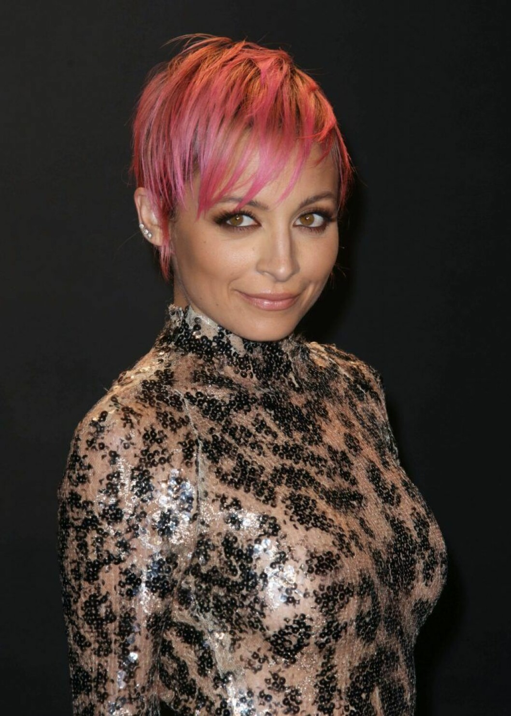 Nicole Richie i rosa hår