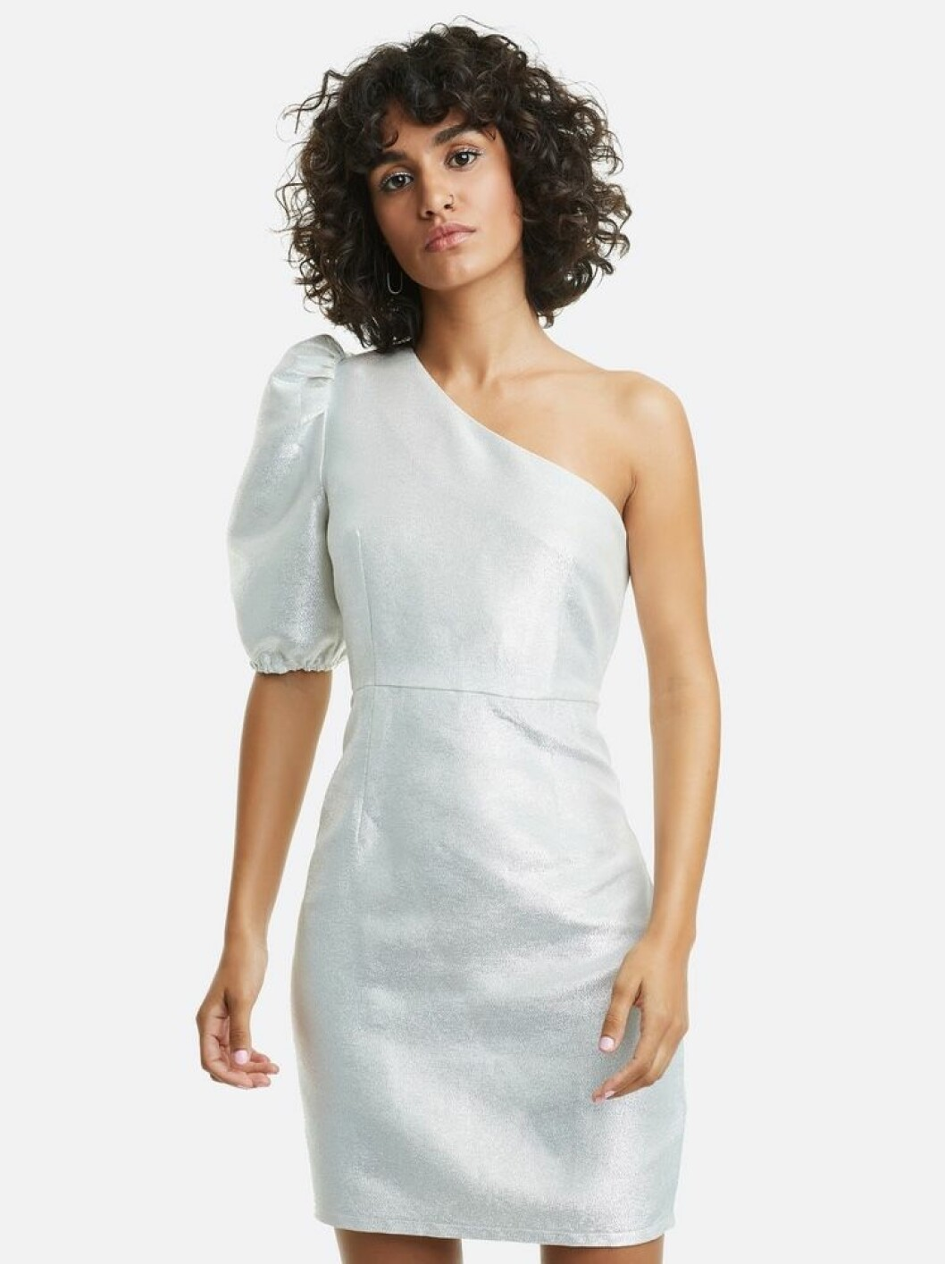 Silvrig klänning i one shoulder-modell