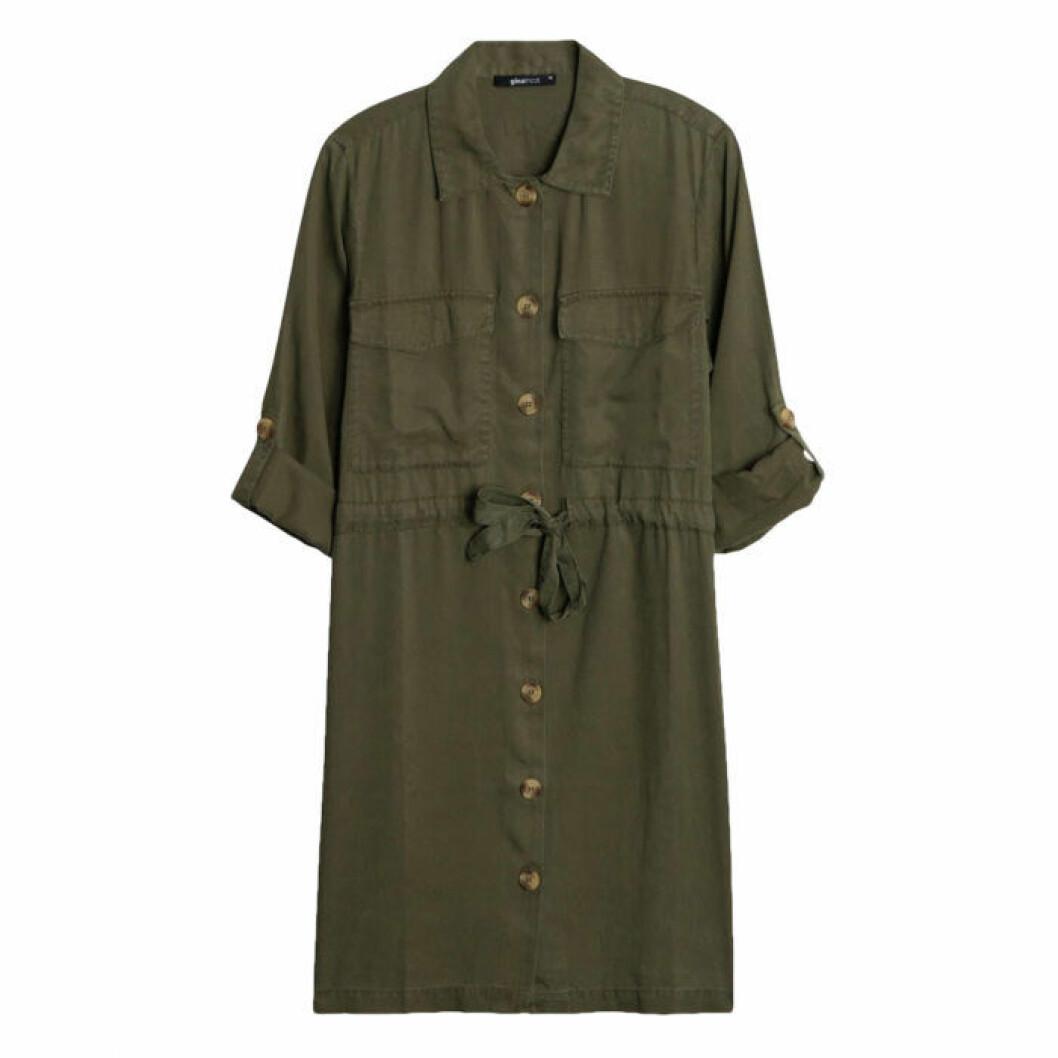 Militärgrön skjortklänning gina tricot