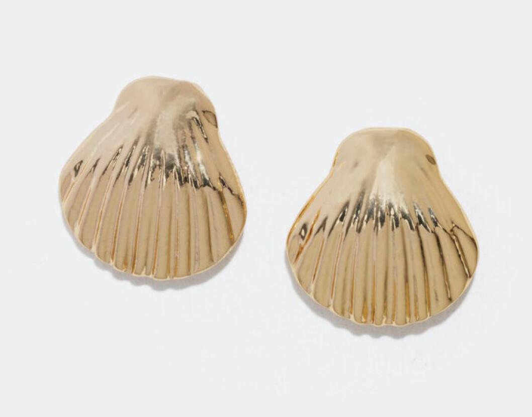 Örhängen med snäckor billiga guldfärgade