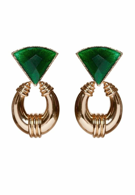 Stora guldiga örhängen med grön detalj