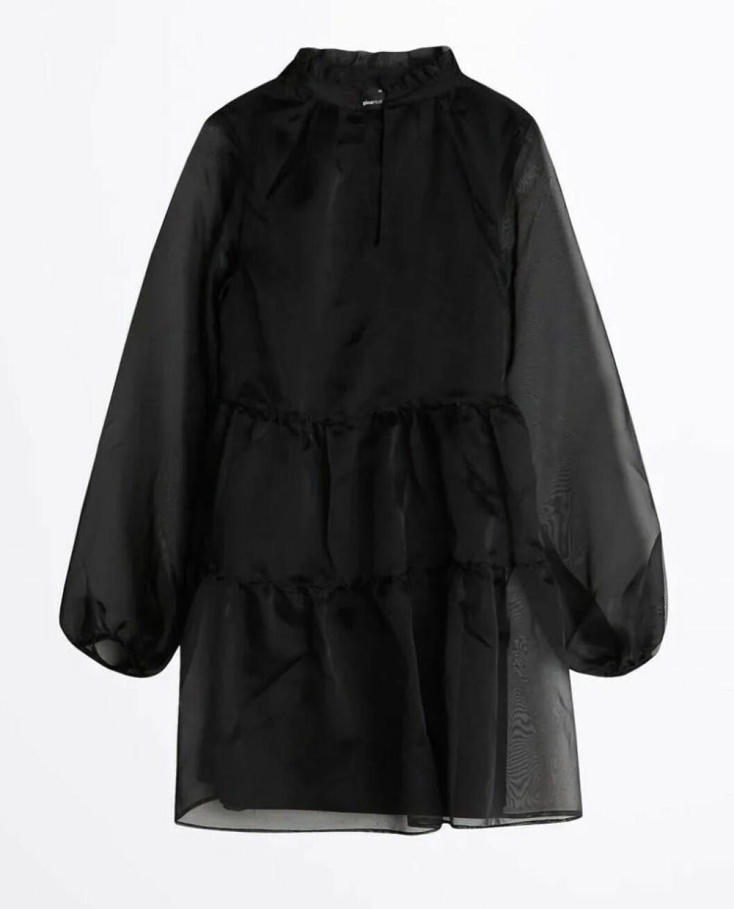 Svart volangklänning från Gina tricot