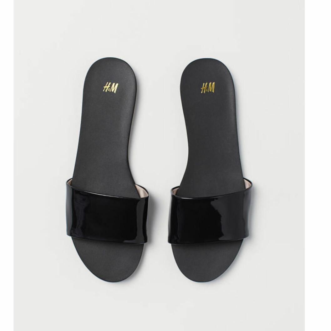 Svarta lack slip-in sandaler