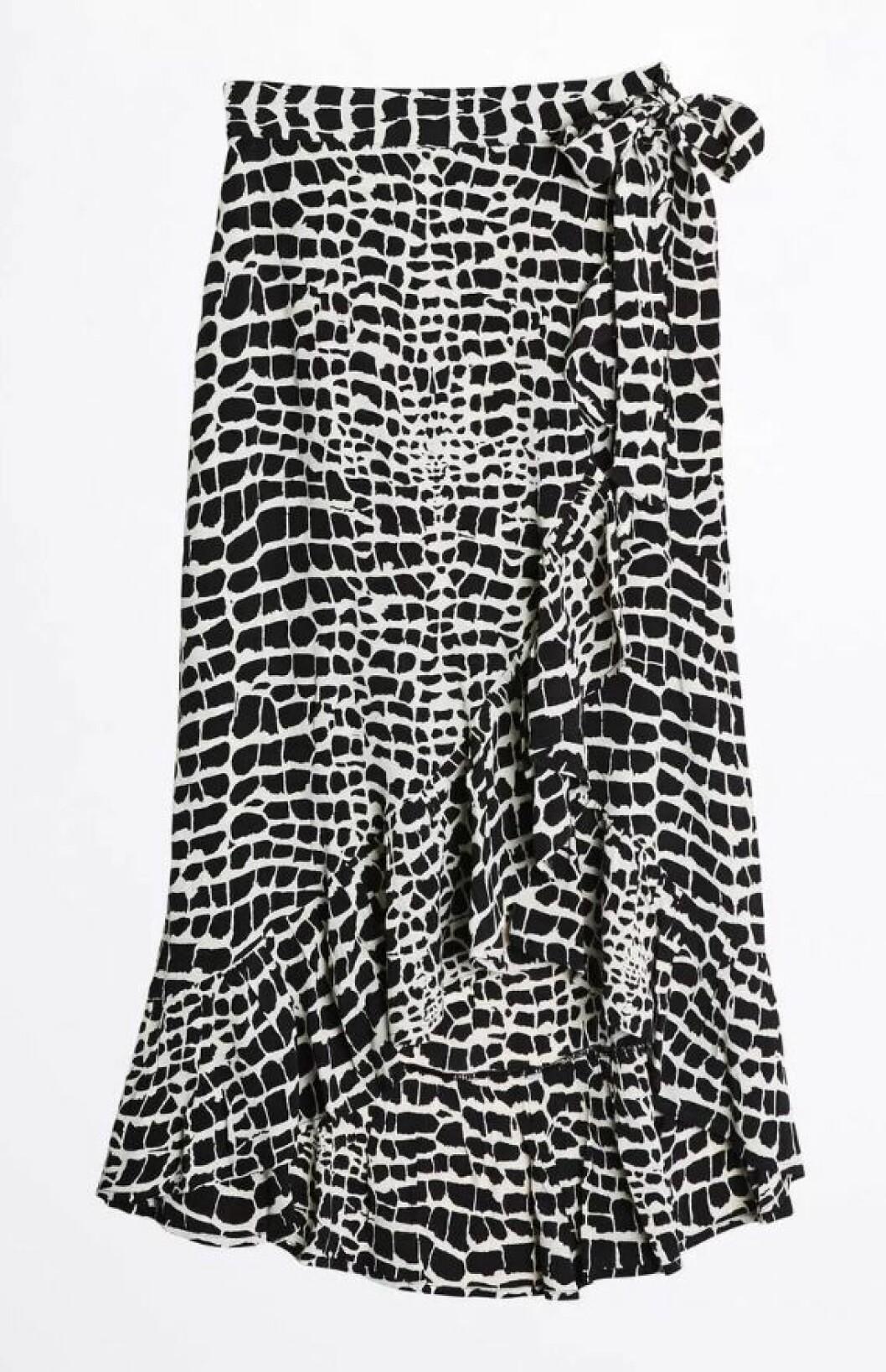 Svartvit kjol i omlottmodell från Gina tricot