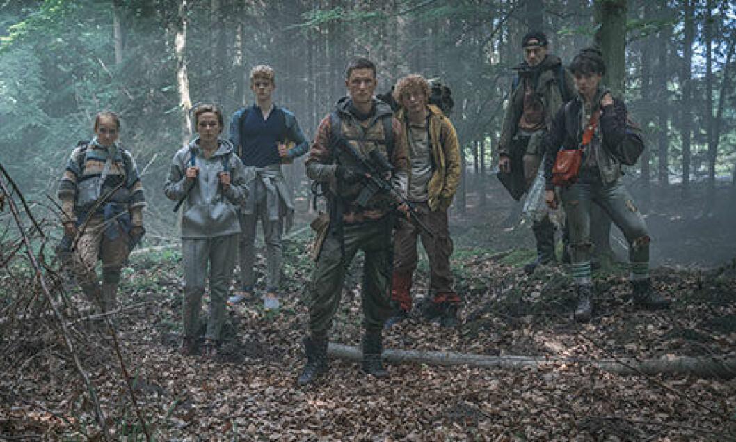 Skådespelarna i Neflix-serien The Rain i skogen.