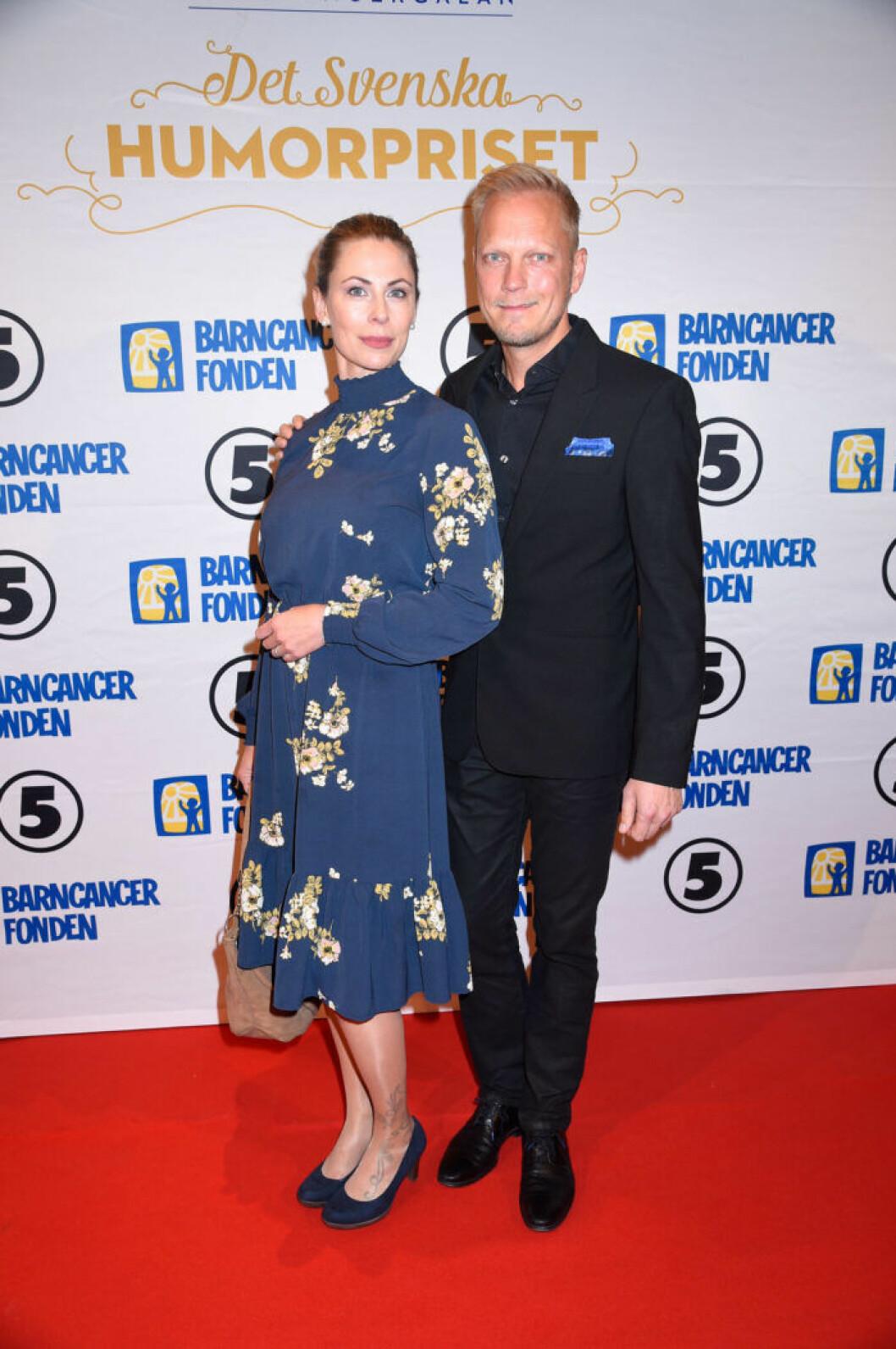 Therese och Thomas Järvheden på röda mattan på Barncancergalan 2019