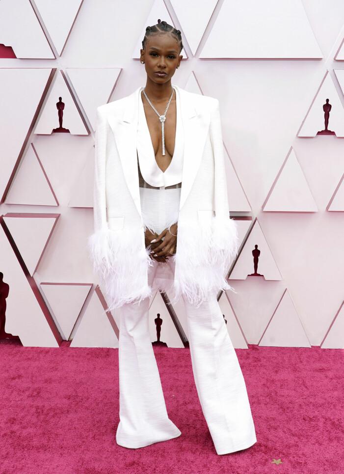 Tiara Thomas på röda mattan på Oscarsgalan 2021