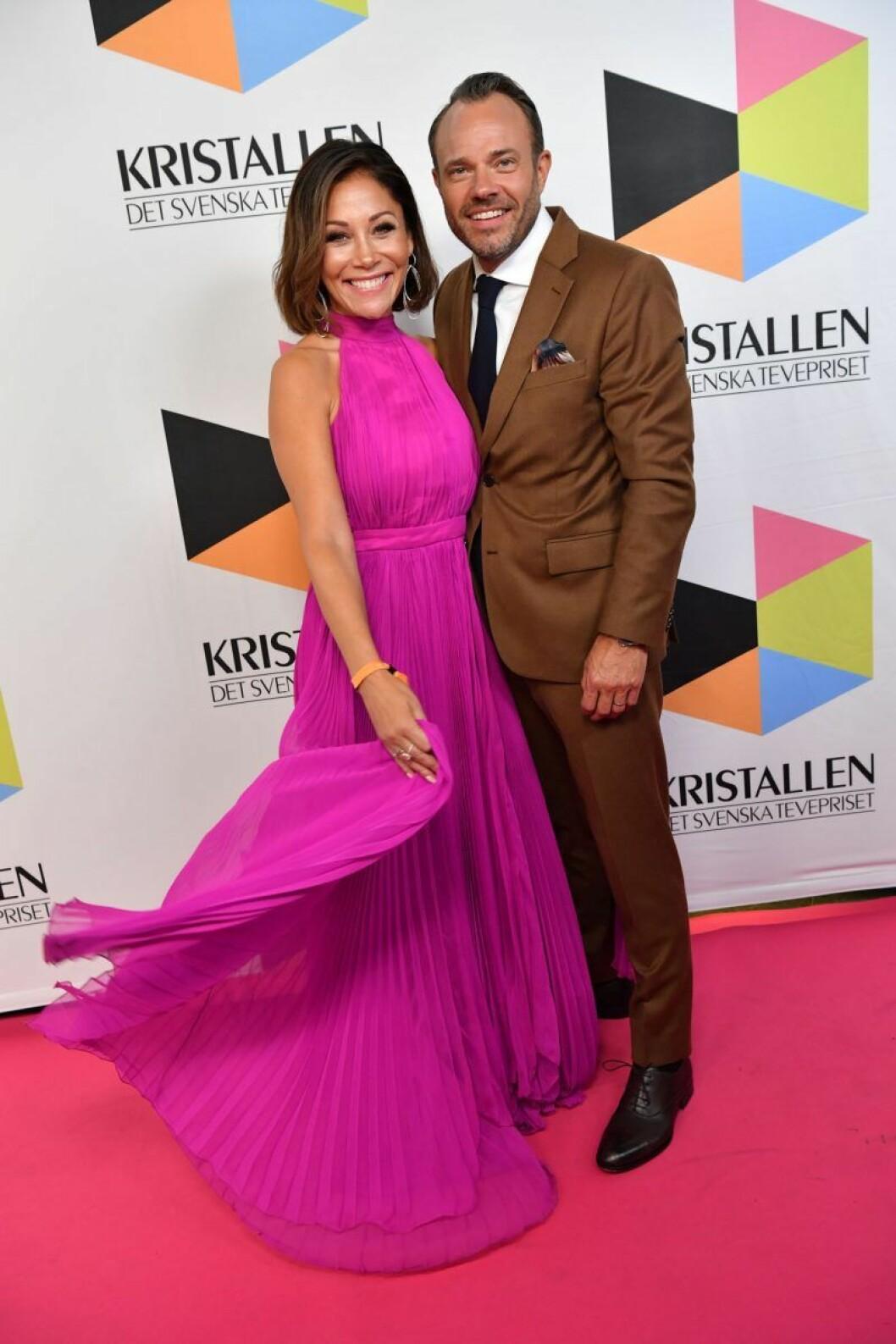 Tilde de Paula Eby och David Helenius på röda mattan på Kristallen 2019