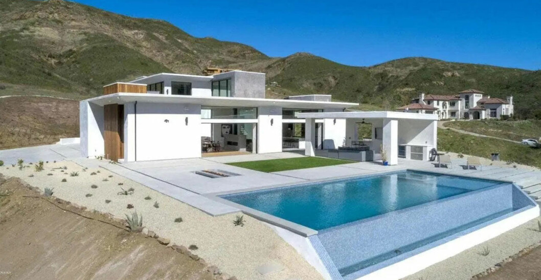 Bild utifrån Taylors nya hus
