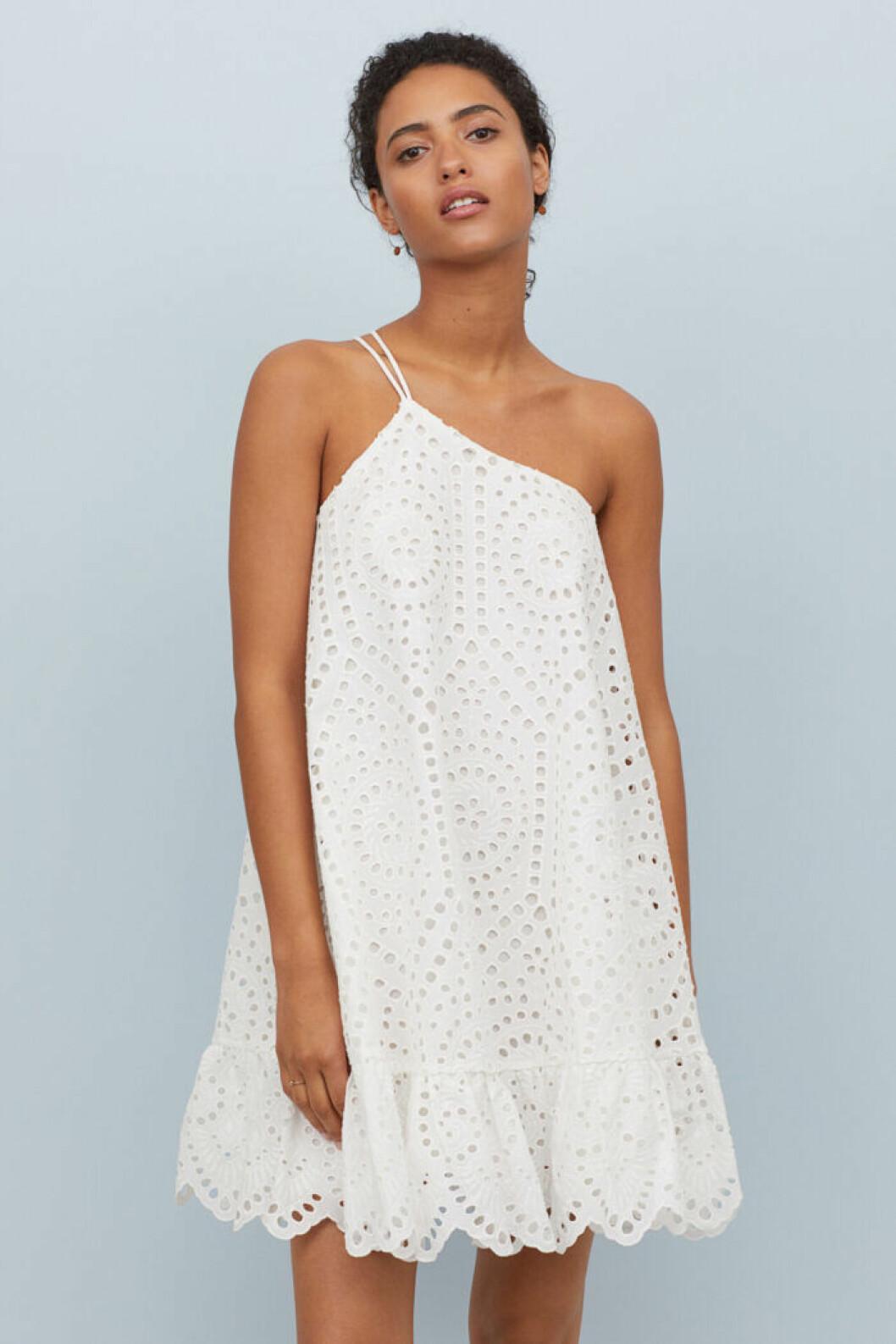 Vit spetsklänning från H&M till studenten 2019