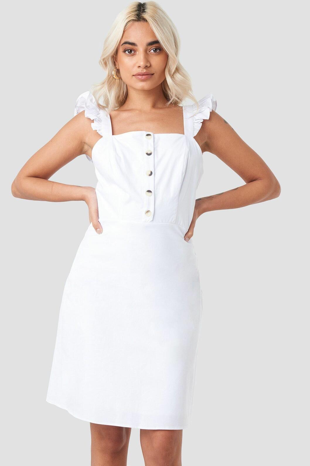 Vit klänning till skolavslutningen 2019