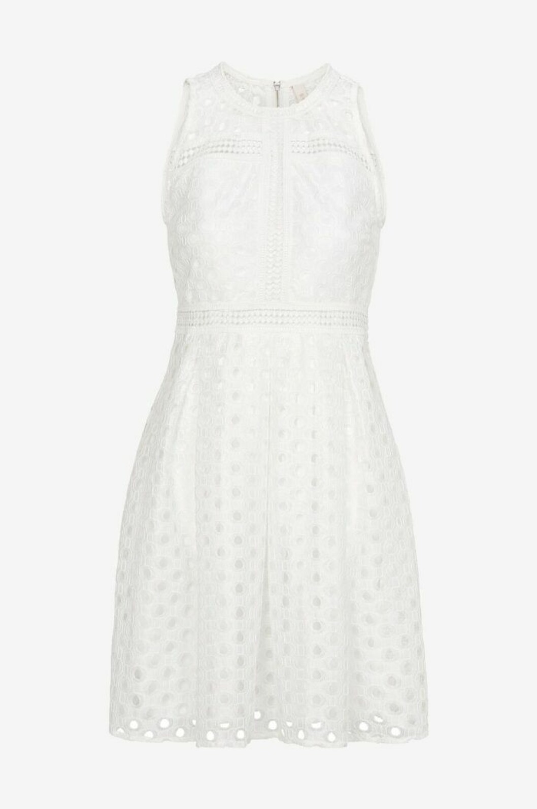 Vit klänning till sommaren 2019 med spets