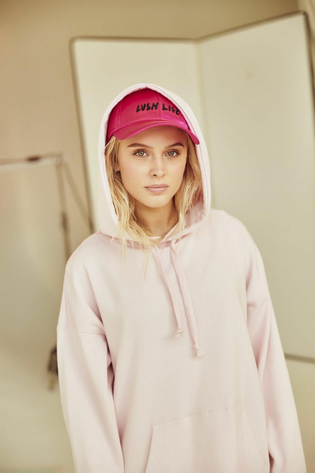 Den 18 maj släpps Zara Larsson kollektion i utvalda butiker och online.
