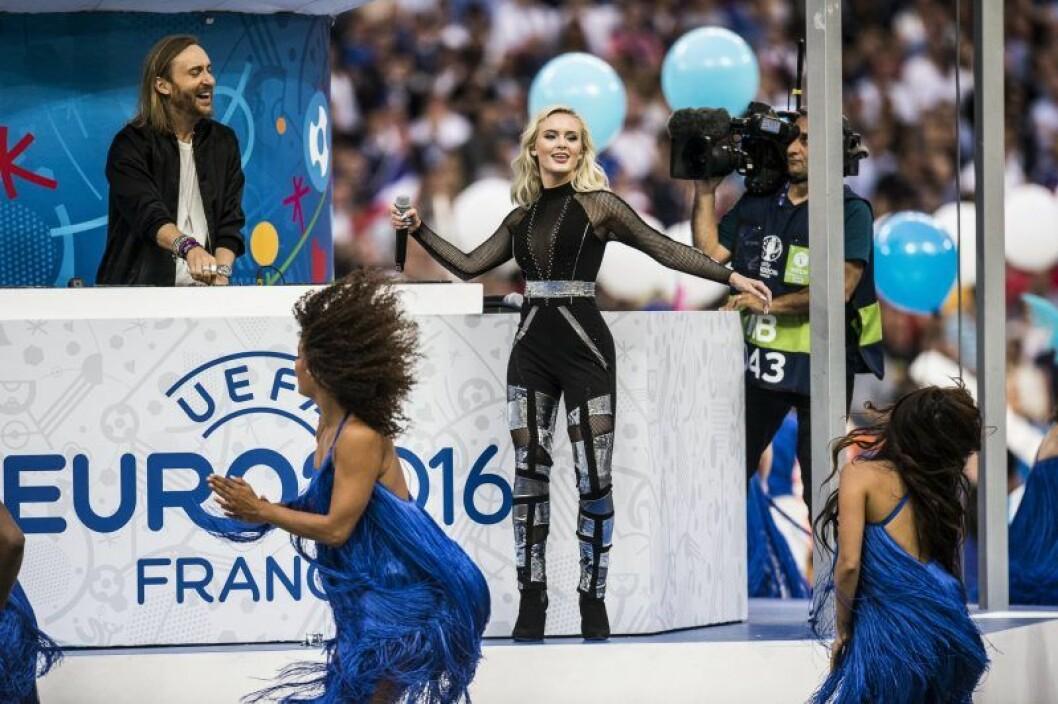 David Guetta och Zara Larsson sjunger och skrattar